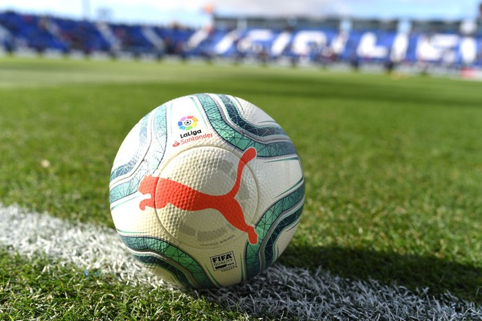 LEGANES, SPAIN - NOVEMBER 23: The match ball is seen prior to the La Liga match between CD Leganes and FC Barcelona at Estadio Municipal de Butarque on November 23, 2019 in Leganes, Spain. (Photo by Denis Doyle/Getty Images)