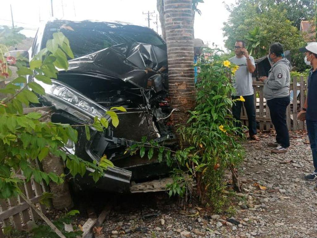 Mobil yang Ditumpangi Humas KKP Kecelakaan di Sulteng, Bodi Depan Ringsek