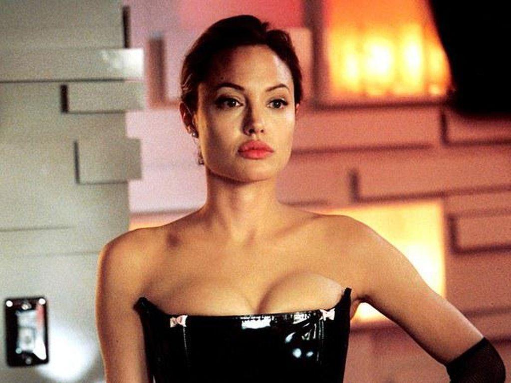 7 Film Terbaik Angelina Jolie yang Wajib Untuk Kamu Tonton