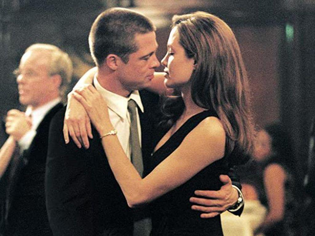 Blak-blakan Angelina Jolie Ungkap Alasan Cerai dari Brad Pitt