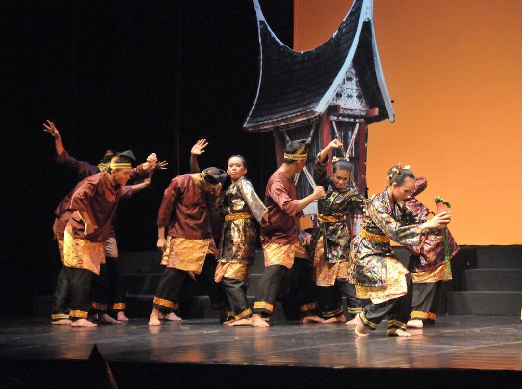 Sajian Akar Budaya Melayu Mak Jogi Diputar Streaming