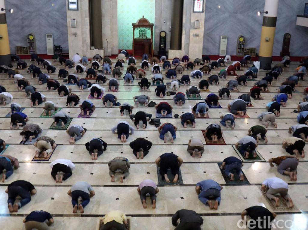 Pusdai-Masjid Raya Bandung Tetap Gelar Salat Jumat Satu Gelombang