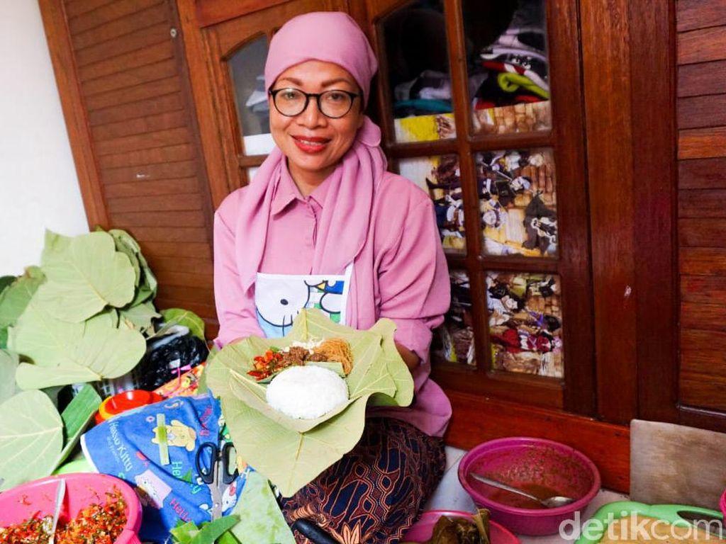 Uenak Tenan! Sego Berkat Bu Murni yang Jadi Obat Rindu Kampung Halaman