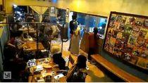 Viral Rombongan Masuk Restoran Bawa Sepeda yang Berujung Maaf
