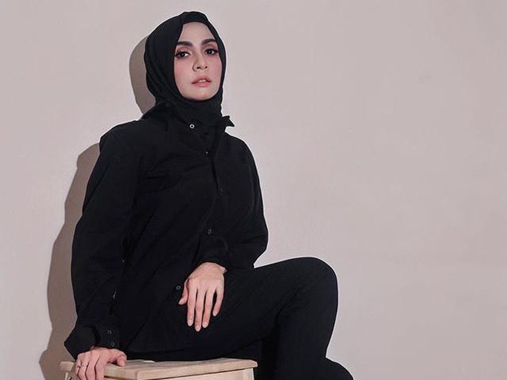 Penyanyi Ini Panen Hujatan sampai Merasa Stres Setelah Pilih Lepas Hijab