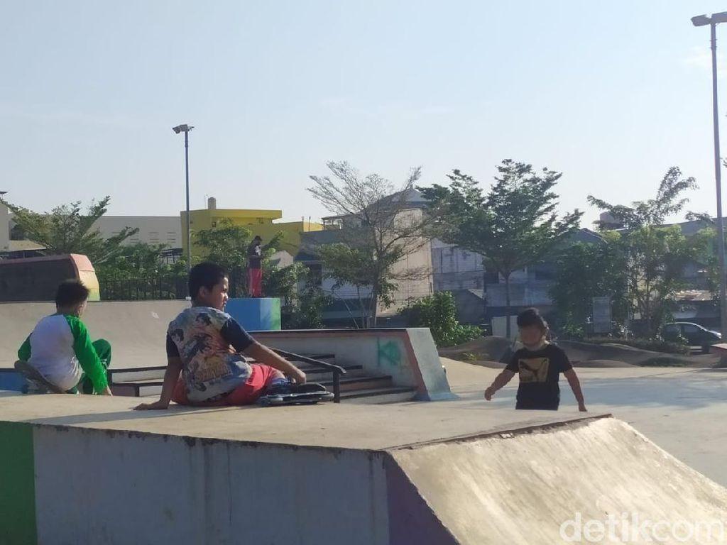 Banyak Anak Tak Bermasker Main di Skate Park RTH Kalijodo