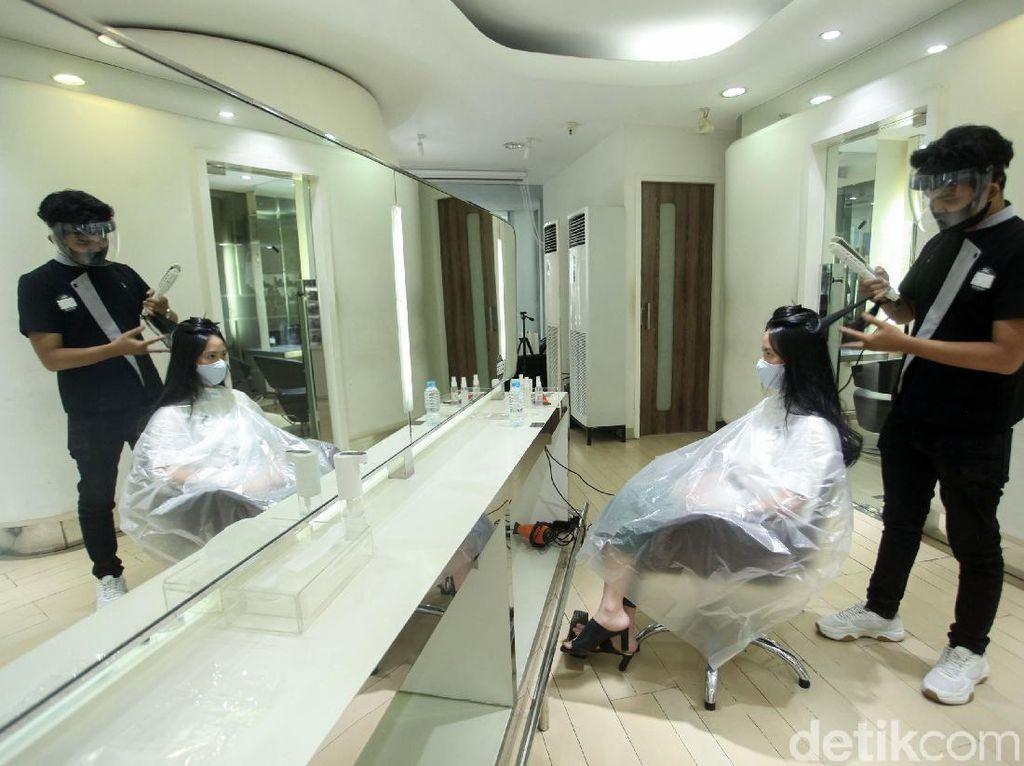 Mau ke Salon-Barbershop? Simak Nih Protokol Kesehatannya