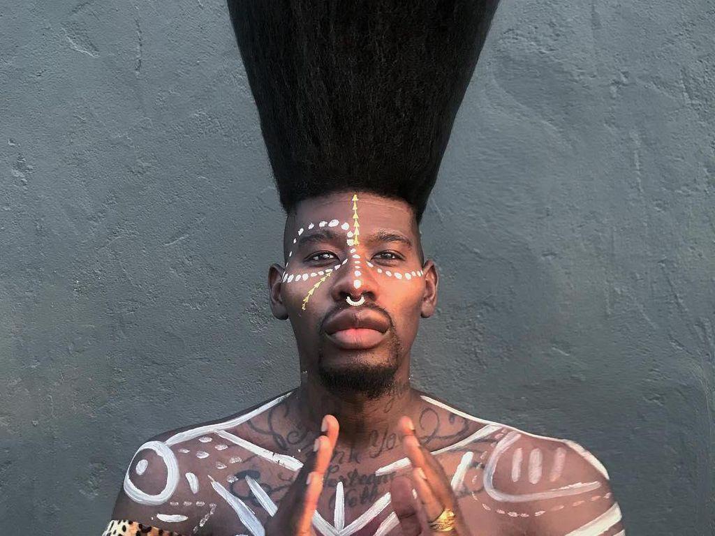 Foto: Penampilan Pria dengan Rambut Tertinggi, Pecahkan Rekor Dunia