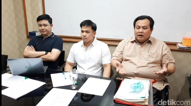 Jordi Onsu dan Minola Sebayang beri penjelasan usai gugatan Geprek Bensu ditolak MA