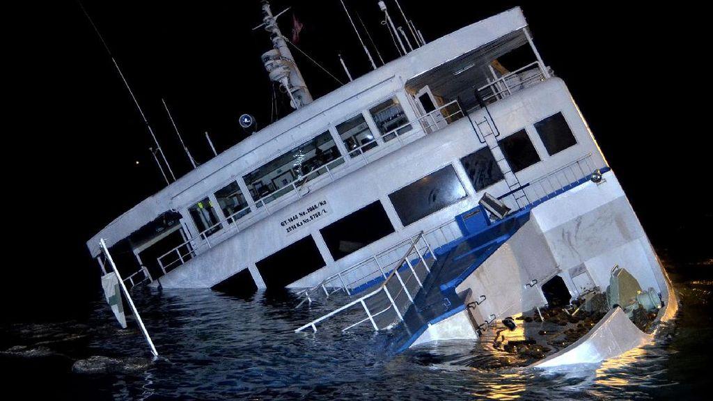 Begini Kondisi Kapal Feri yang Kandas di Pelabuhan Padang Bai