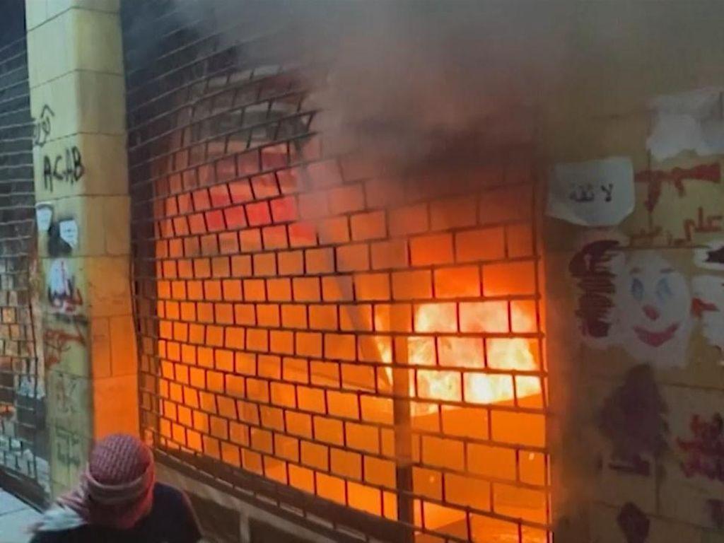 Kerusuhan di Libanon: Toko Dibakar, Gas Air Mata Melayang