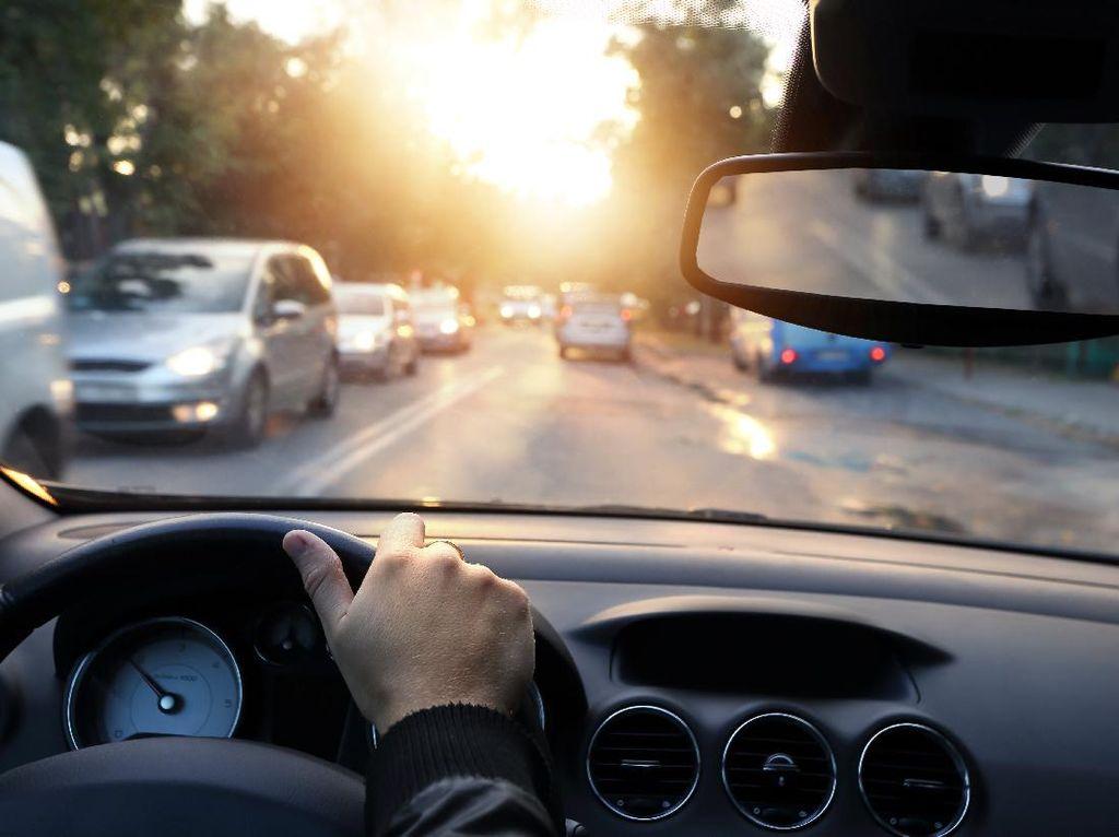 4 Tips Aman Berkendara, Rider dan Driver Wajib Tahu