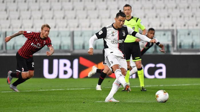 Cristiano Ronaldo tampil memble di laga leg kedua semifinal Coppa Italia antara Juventus vs AC Milan, Sabtu (13/6). Bahkan Ronaldo gagal mengeksekusi penalti.