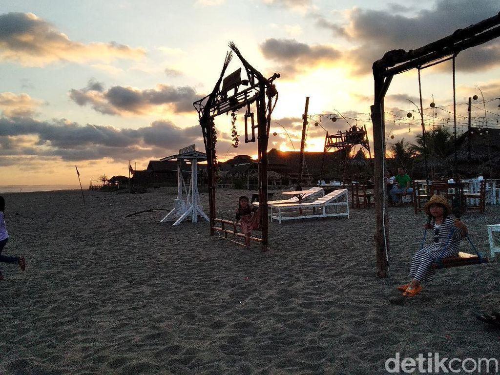 Menikmati Senja di Kampung Turis Pangandaran