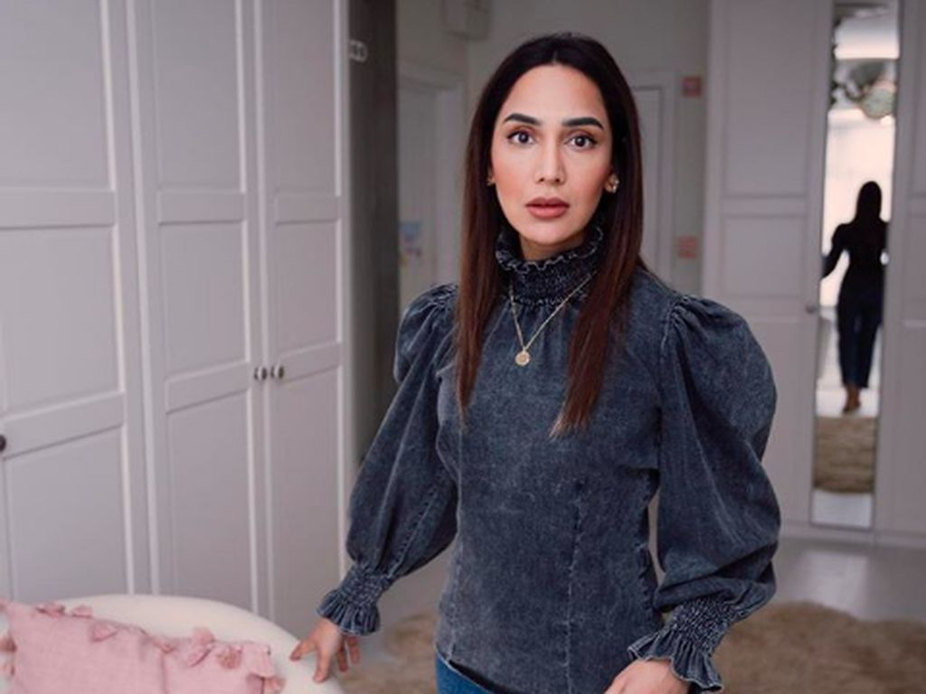 Selebgram dan YouTuber Amena Khan Umumkan Lepas Hijab, Jadi Kontroversi