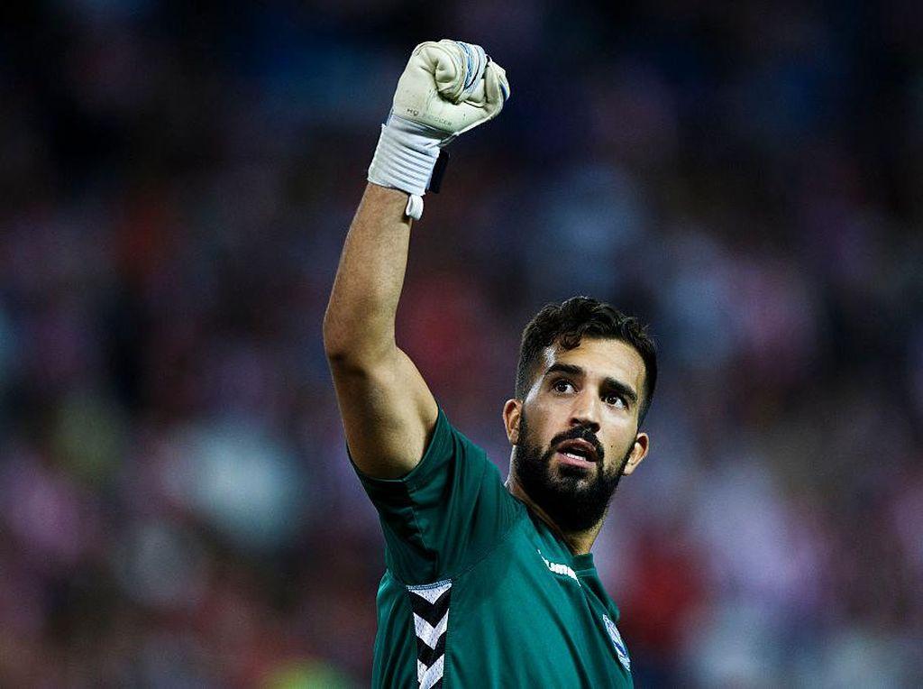 Kiper Liga Spanyol Ini Lupa Aturan Sepakbola?