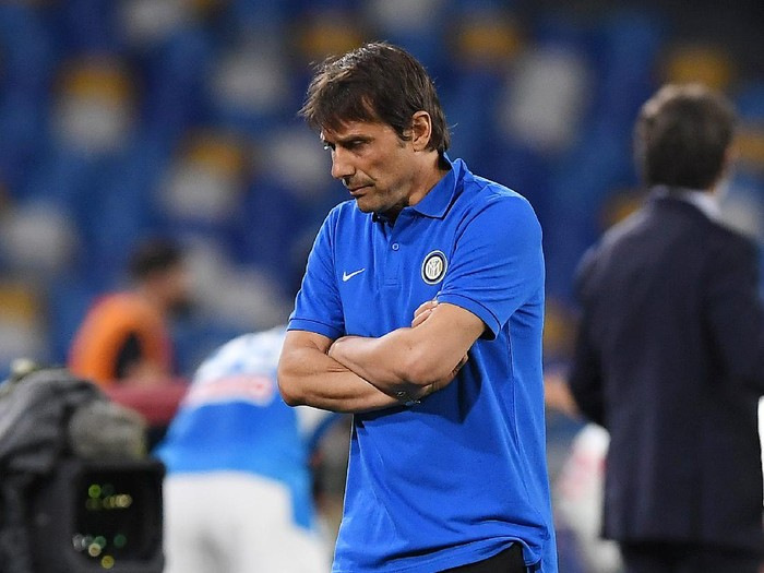 NAPLES, ITALY - JUNE 13: Antonio Conte FC Internazionale coach reacts during the Coppa Italia Semi-Final Second Leg match between SSC Napoli and FC Internazionale at Stadio San Paolo on June 13, 2020 in Naples, Italy. (Photo by Francesco Pecoraro/Getty Images)