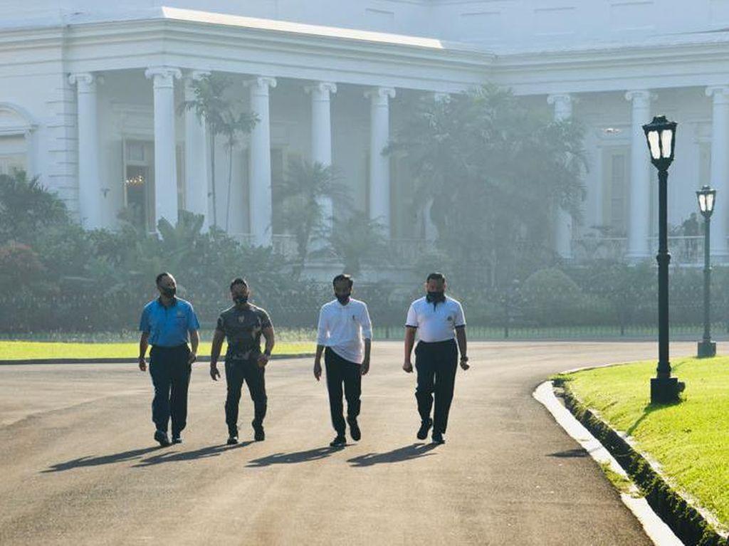 Jokowi Olahraga di Istana Bogor Pagi Tadi Ditemani Para Kepala Staf TNI