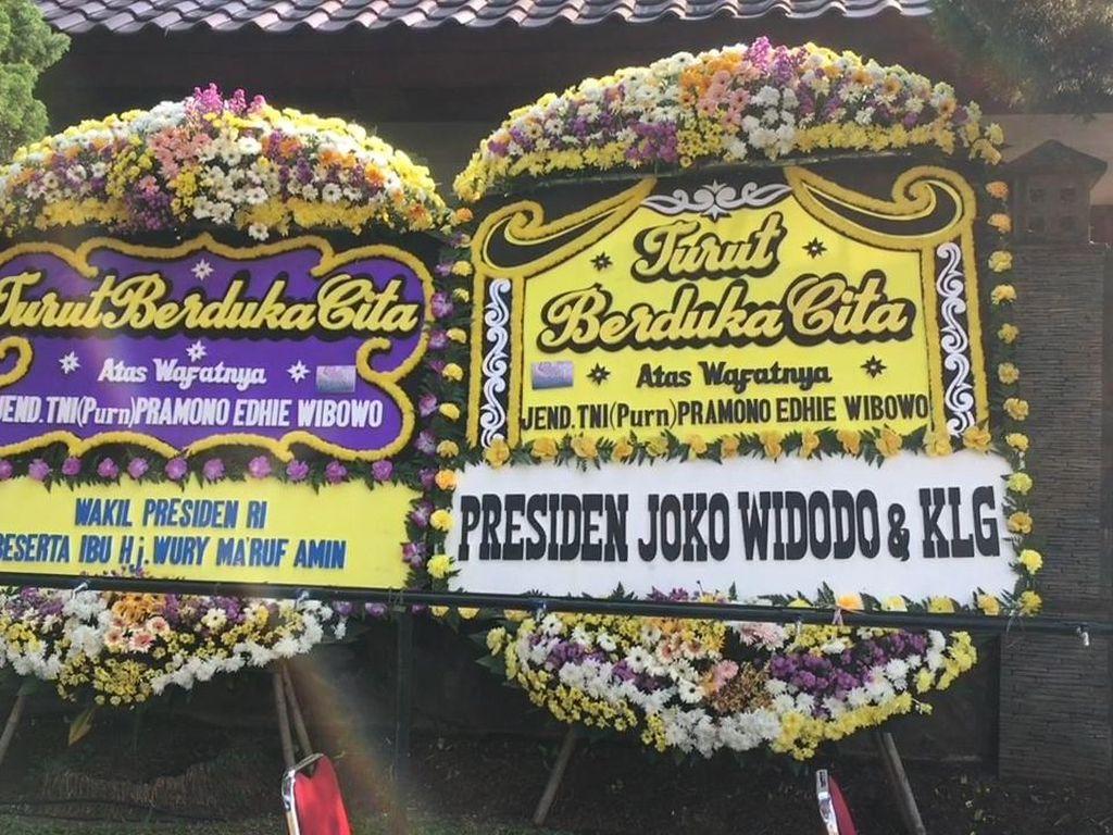 Video Karangan Bunga Berjejer di Rumah Duka Pramono Edhie