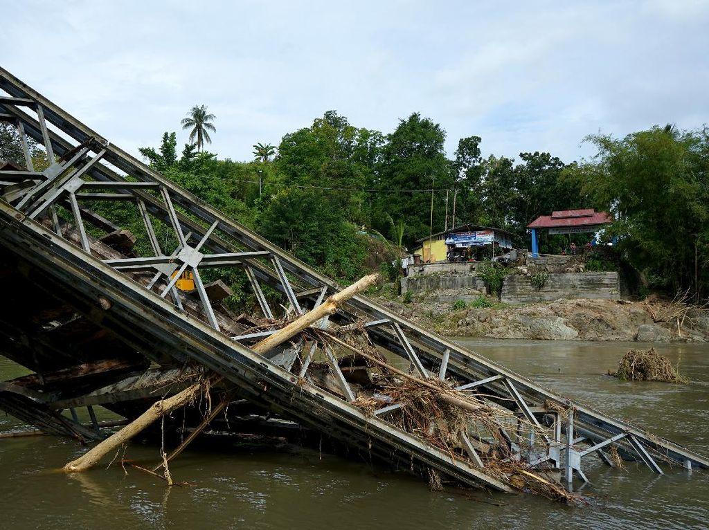 Potret Jembatan di Gorontalo yang Ambruk Diterjang Banjir