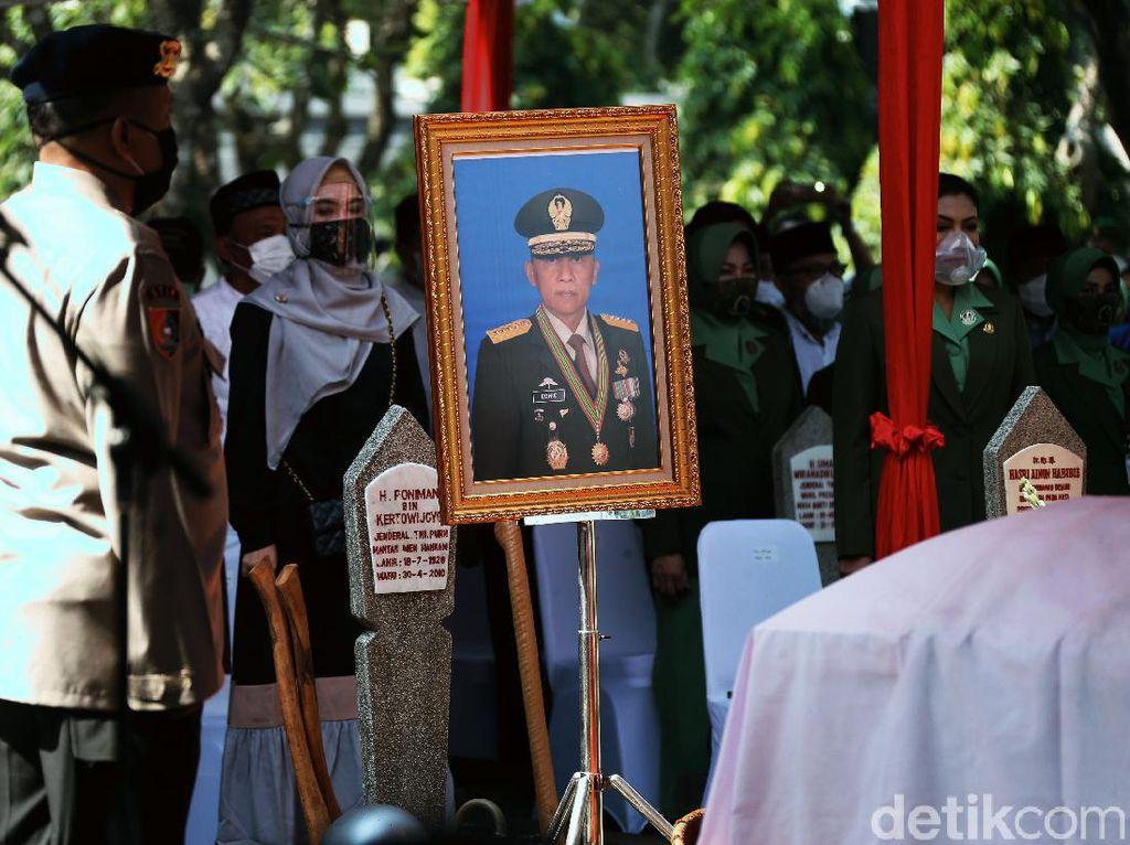 Keluarga Cerita Pramono Edhie Tak Pernah ke Tangsi Militer Usai Gabung Parpol