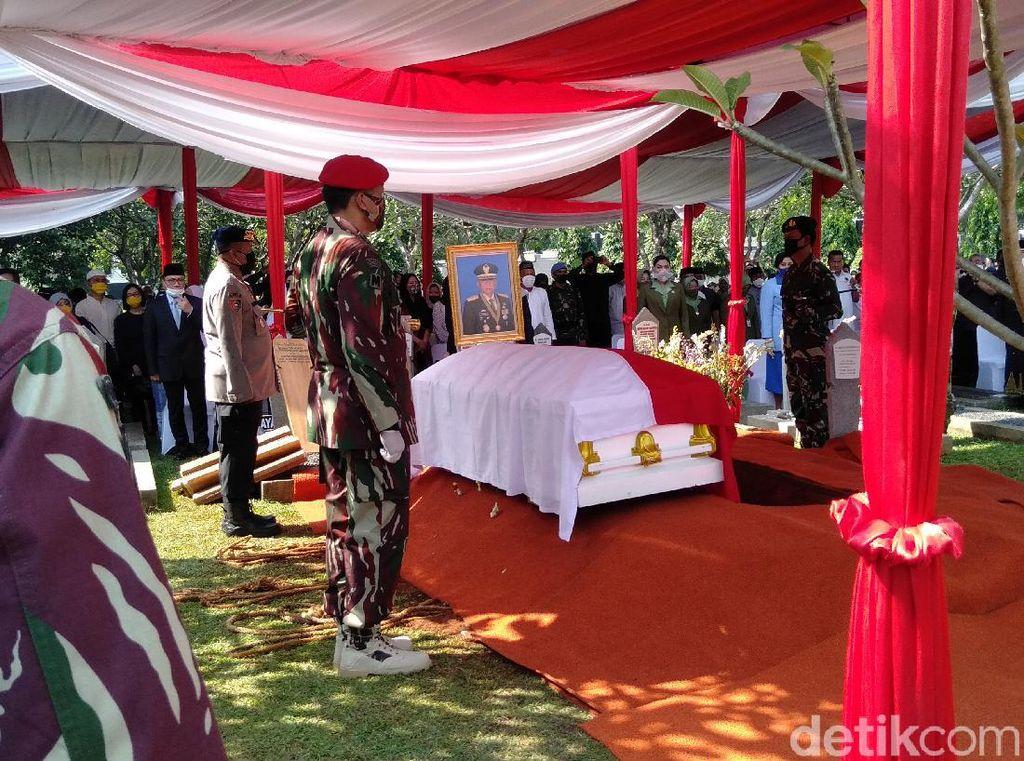 AHY hingga Para Eks KSAD Hadiri Prosesi Pemakaman Pramono Edhie Wibowo