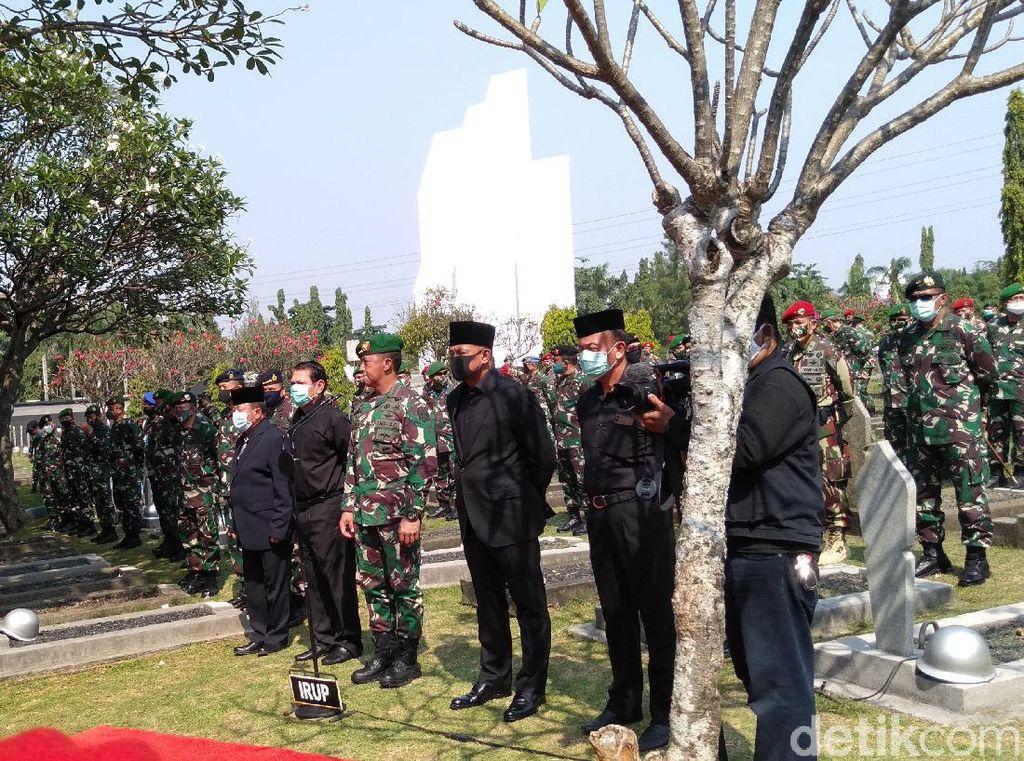 Dipimpin KSAD, Pemakaman Pramono Edhie Wibowo Digelar Secara Militer