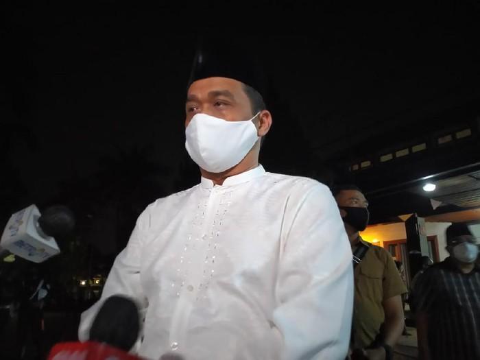 Wakil Gubernur A Riza Patria saat melayat ke rumah mantan KSAD Pramono Edhie.