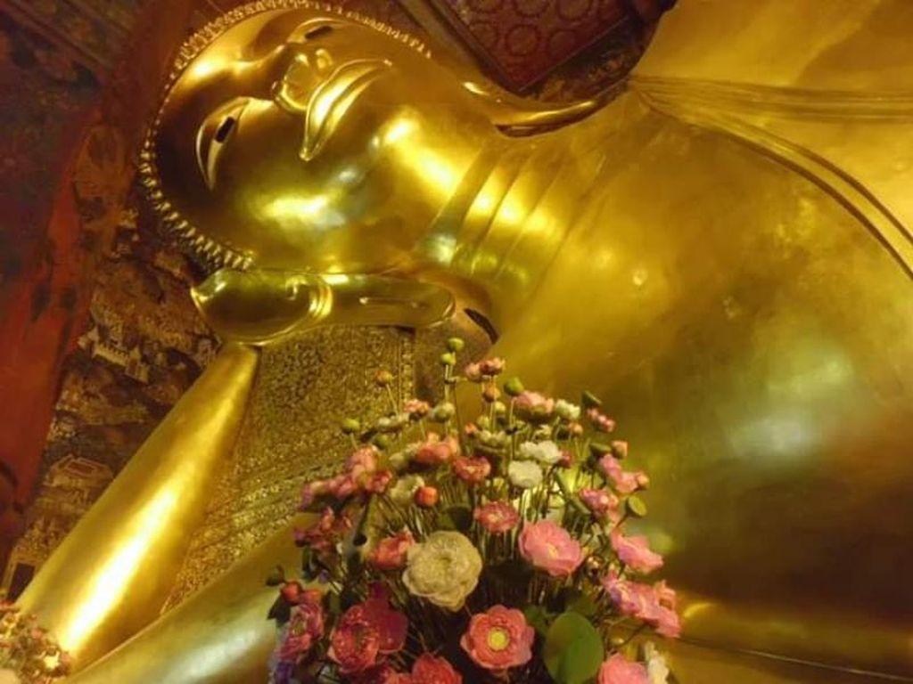 Potret Megah Buddha Emas Raksasa Tidur di Bangkok
