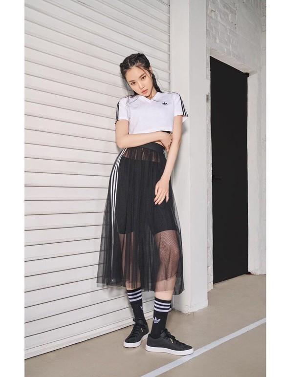 Naeun Apink dalam balutan Outfit Adidas