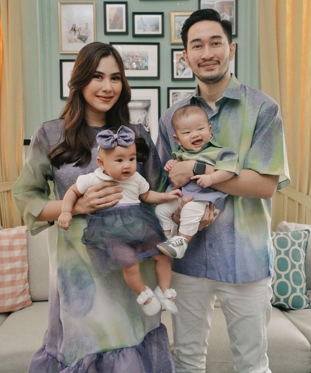 Syahnas dan Jeje Bersama dengan kedua anak Kembarnya Zayn dan Zunaira