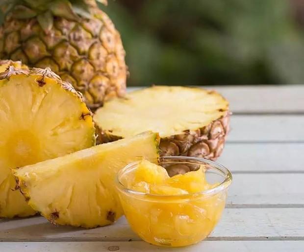 Buah nanas mengandung bromelain yang dapat melawan kanker, mengatasi peradangan, meningkatkan daya tahan tubuh dan memperkuat tulang