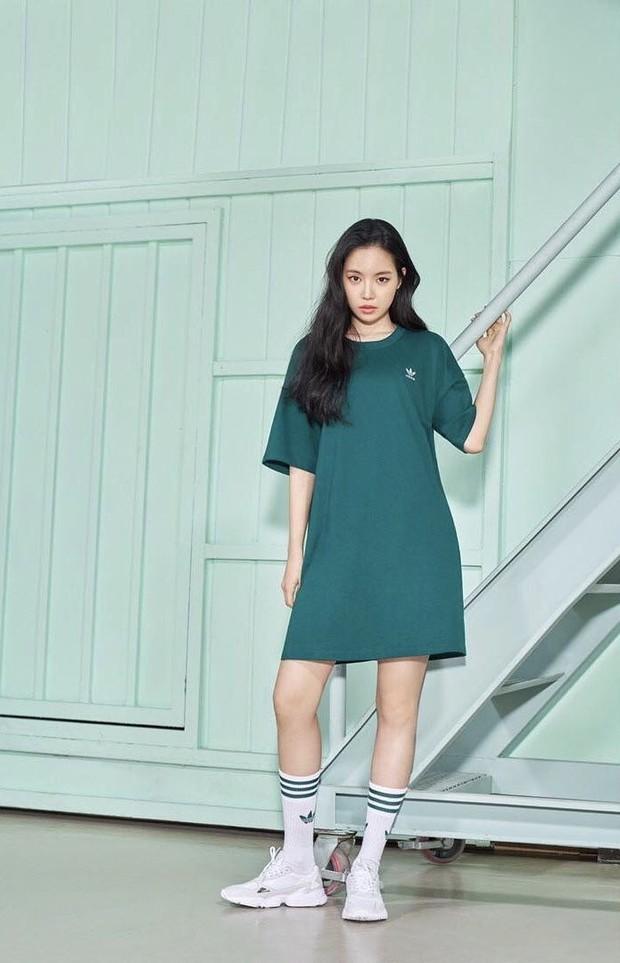 Naeun Apink saat melakukan pemotretan brand Adidas