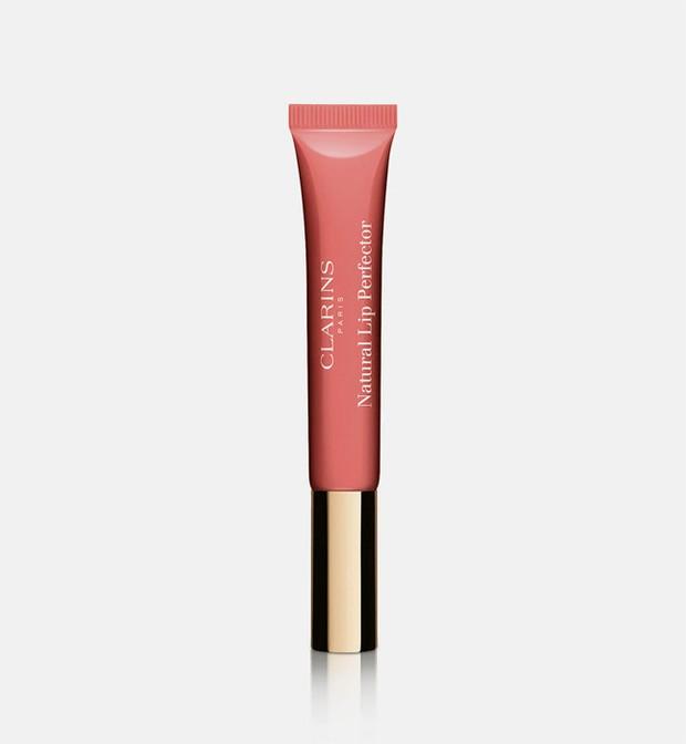 Clarins Natural Lip Perfector membuat bibir tampak berkilau, lembap, serta sehat.