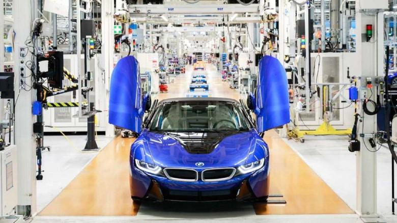 BMW i8 terakhir yang keluar dari jalur produksi