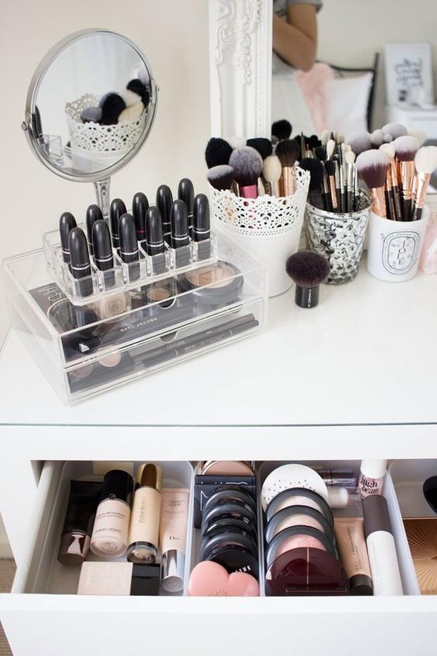 Hindari makeup dari sinar matahari
