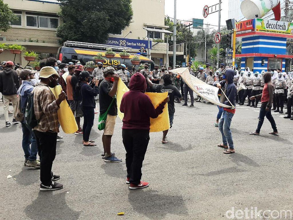 Demo Mahasiswa Papua di Malang Terapkan Protokol COVID-19