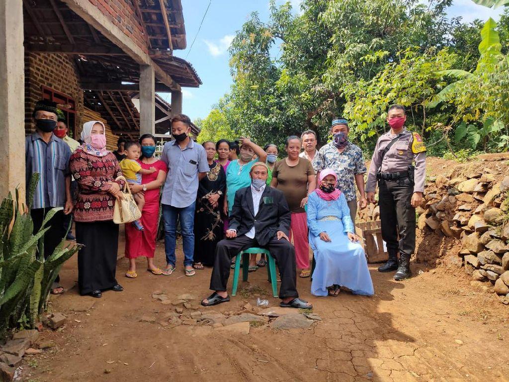 Witing Tresno Jalaran Soko Kulino, Duda Muda di Nganjuk Nikahi Nenek 72 Tahun