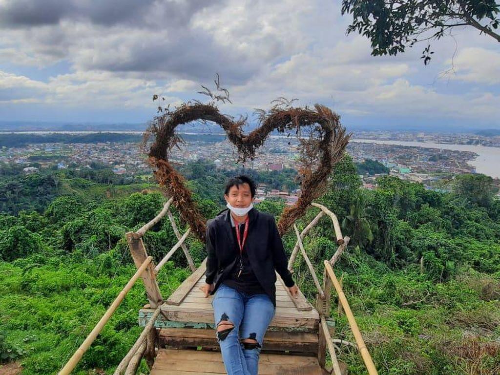 Pesona Gunung Lonceng Pemancar Sinyal dari Samarinda