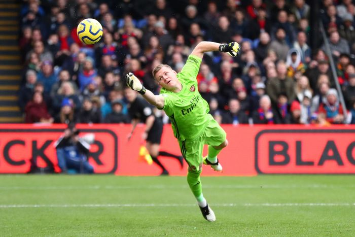 LONDON, ENGLAND - JANUARY 11: Bernd Leno of Arsenal dives for the ball as Jordan Ayew of Crystal Palace (out of frame) scores his teams first goal during the Premier League match between Crystal Palace and Arsenal FC at Selhurst Park on January 11, 2020 in London, United Kingdom. (Photo by Dan Istitene/Getty Images)