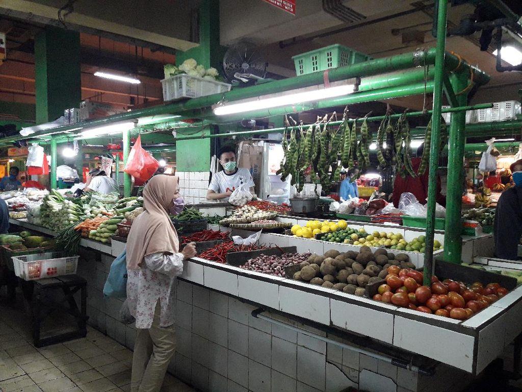 Sejumlah Pedagang di Pasar Jatinegara Keberatan Sistem Ganjil-Genap