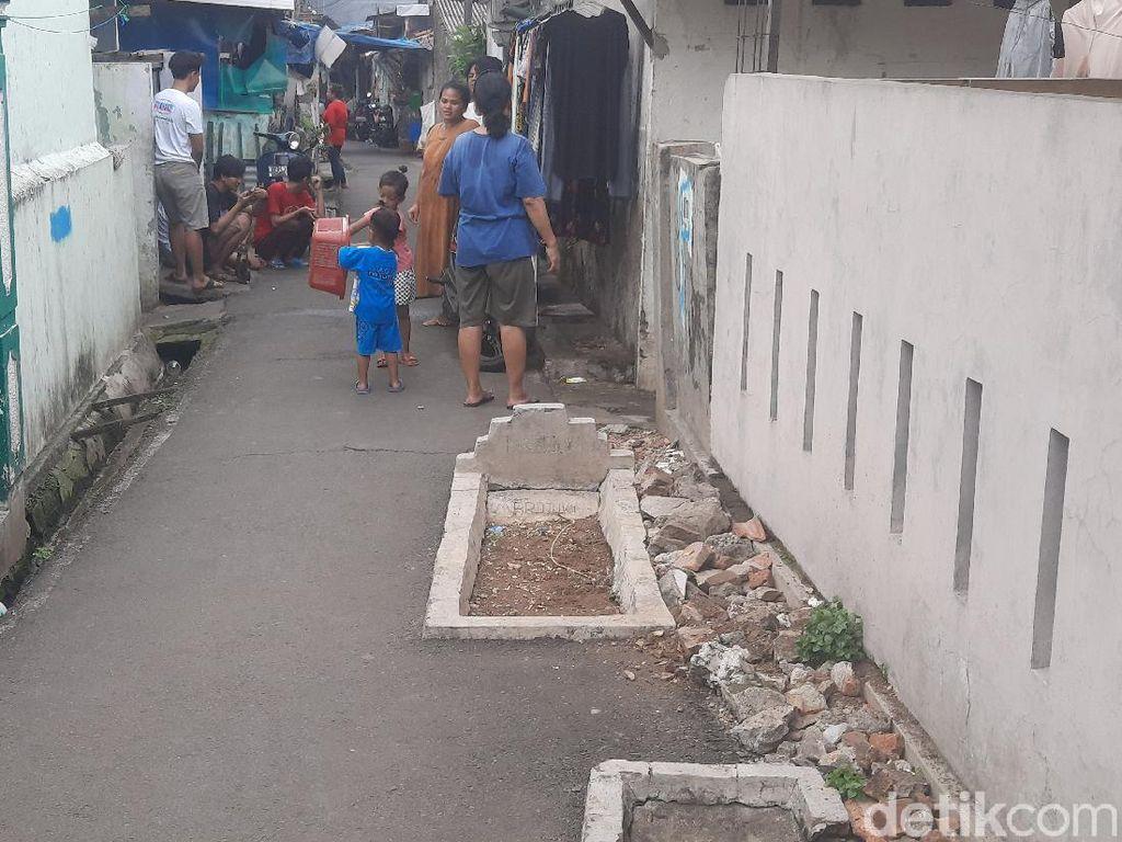 Begini Sejarah Ada Makam di Jalanan Gang Padat Penduduk di Jaktim
