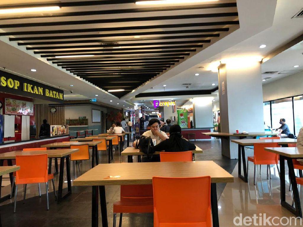 Mal Ambasador Buka, Kursi Food Court Dikurangi