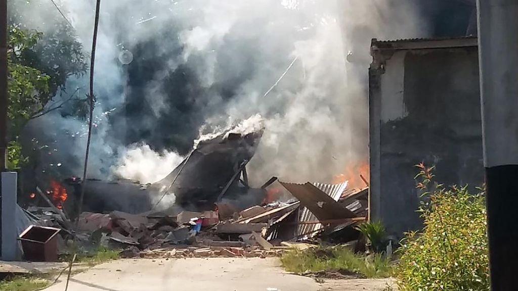 Potret saat Pesawat Tempur Hawk 200 Jatuh dan Terbakar