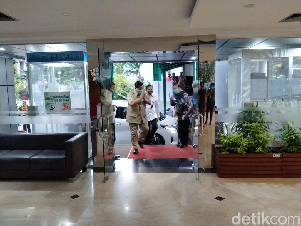 Sore-sore Prabowo Sambangi Kantor Luhut, Ada Apa?