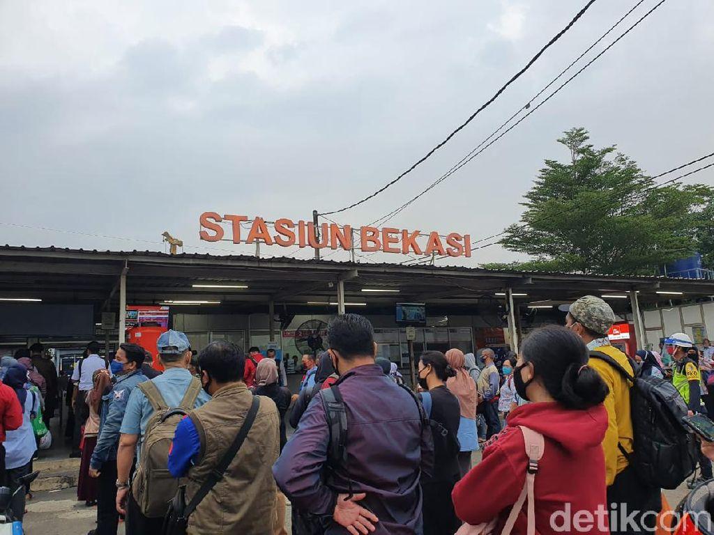 Kondisi Stasiun Bekasi Pagi Ini, Petugas Batasi Penumpang 250 Orang