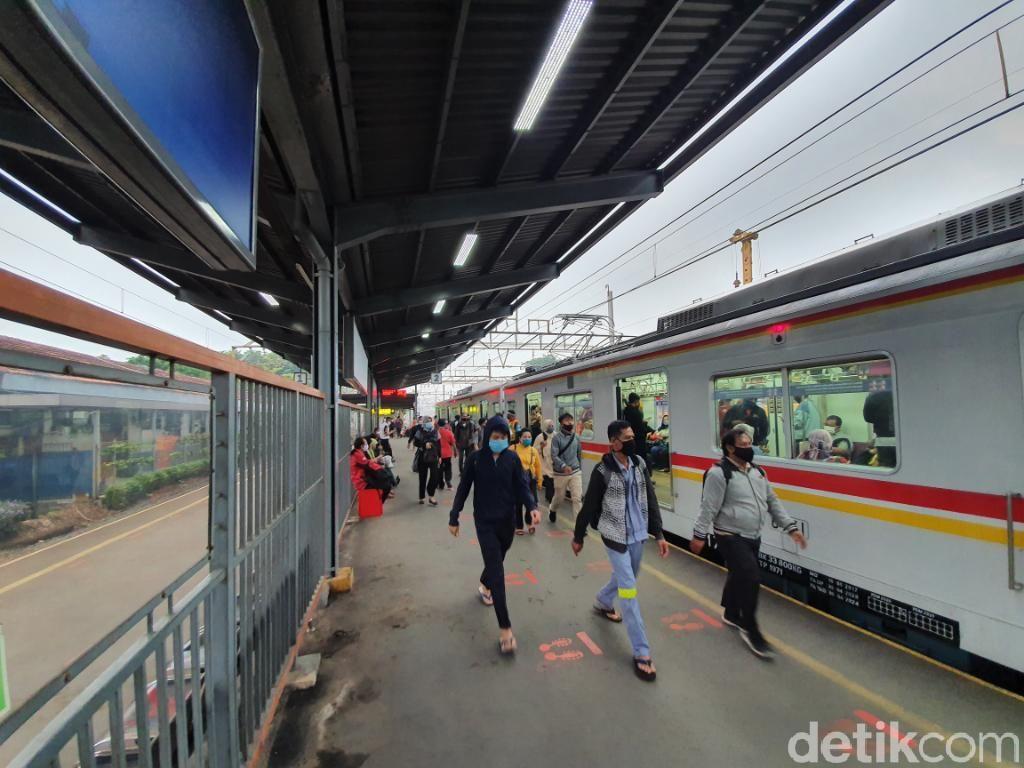 Suara Pengguna KRL di Bekasi soal SE Jam Kerja 2 Gelombang