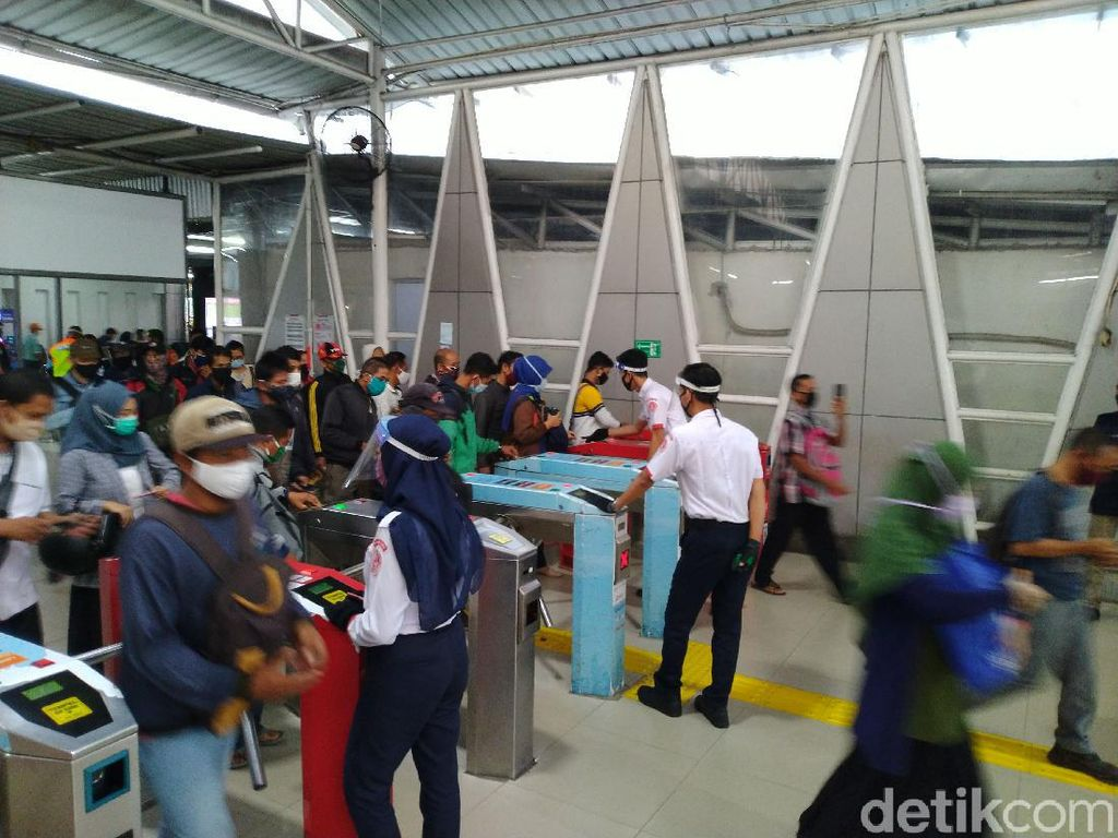 Pemerintah Buat SE 2 Shift Kerja, Ini Kata Pengguna KRL Stasiun Bogor