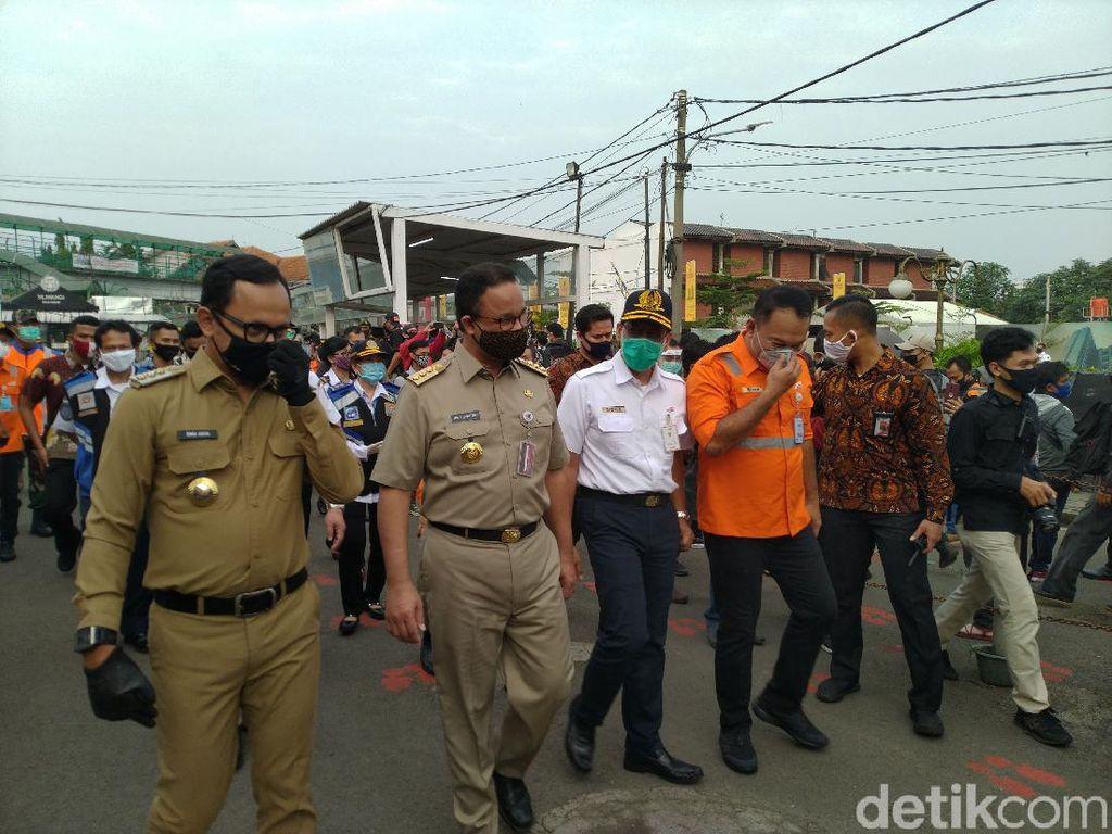 Anies-Bima Arya Tinjau Bus Gratis Tujuan Jakarta di Stasiun Bogor
