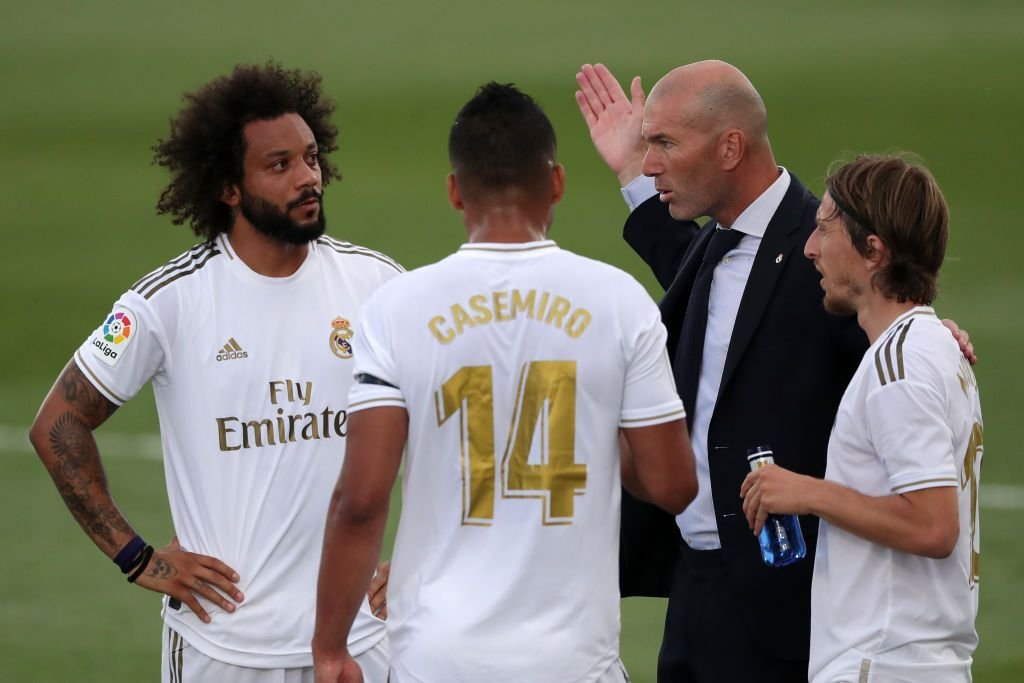 MADRID, SPAIN - JUNE 14: Zinedine Zidane, Manager of Real Madrid speaks with Casemiro of Real Madrid and Marcelo of Real Madrid  during the Liga match between Real Madrid CF and SD Eibar SAD at Estadio Alfredo Di Stefano on June 14, 2020 in Madrid, Spain. (Photo by Gonzalo Arroyo Moreno/Getty Images)